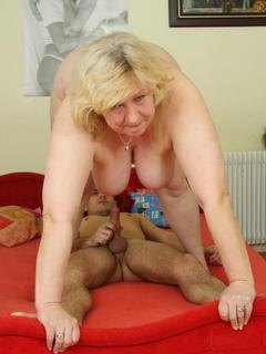The mature pussy is steaming hot and the mature body is fat, flabby and aroused