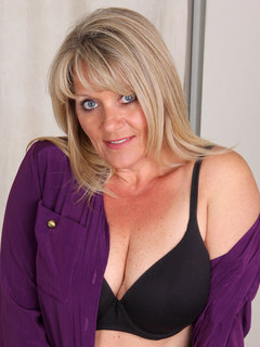Hot mommy flaunts her pantyhose and black bra