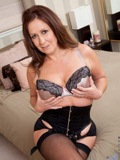Sweet Carol Foxwell is milf you can't resist