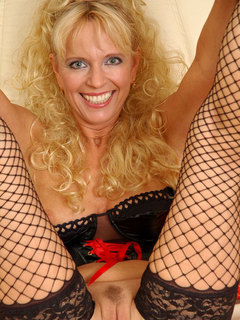 Sultry blonde anilos vixen pinches her pale pink nipples and stretches her moist pussy lips
