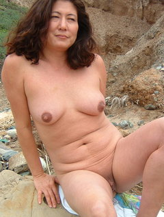 naked mature Asian amateur