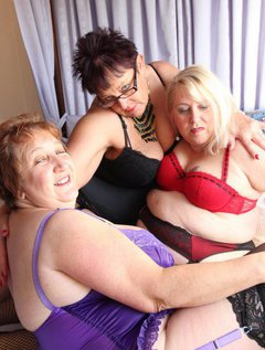 3 Some fun with my lesbo chums