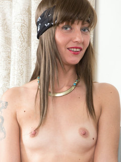 Horny MILF babe with headband ready for some hardcore porn