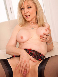 Anilos Nina Hartley pleasures her pussy with her experienced fingers / Picture # 8