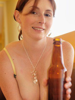 Elli Fucks Her Pussy With A Pint Bottle