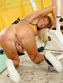 Lovely Anilos Winnie heats up during her workout and takes a break to entertain her pussy / Picture # 12