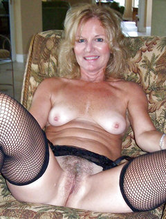 Shorthaired beautyfull mature taking facials / Picture # 4