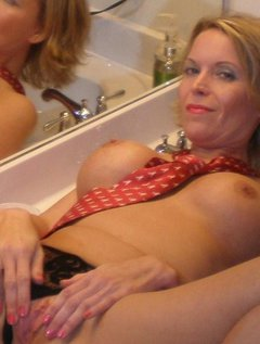 Shorthaired beautyfull mature taking facials / Picture # 9