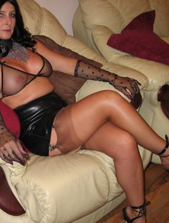 Italian mature aunty fucking with young boy / Picture # 1