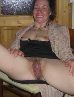 Mature wife getting a big facial / Picture # 2