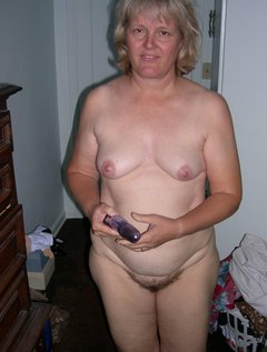 Mature wife getting a big facial / Picture # 4