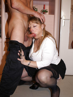 Mature vintage milf with two old boys / Picture # 4