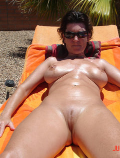 So i filled her mature hairy pussy... She loves it ! / Picture # 4