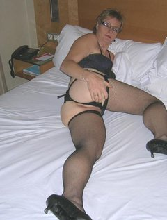 Amateur mature dress up and play / Picture # 1