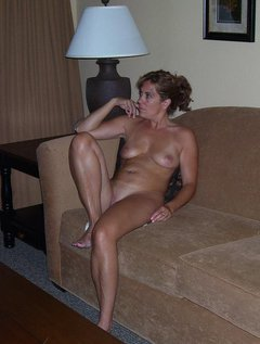 Mature milf with excellent body plays with a dildo and rubs her huge tits / Picture # 8