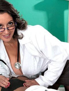 The Doctor Has Big Tits, A Hairy Pussy And A Dick-sucking Mouth / Picture # 4