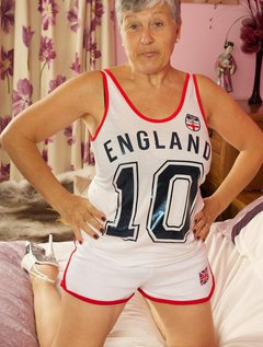 Hi Guys I bought This England Kit to Support Our Lads in Brazil, Not a lot of Good Now as They came Home Early, Pity the / Picture # 6