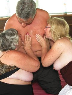 Threesome sex as GrandmaLibby teams up with her bi-sexual friend Chloe to enjoy a handsome, and horny man.I am sure he