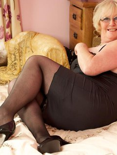 Why does a naughty secretary get up to when she has a spare moment.Claire xxx