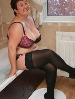 Come and join me all soapy and wet. x