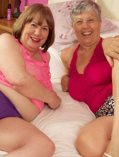 Hi Guys I had gone to visit my good Friend Speedybee and after stripping off she produced a rather large double ended Bi