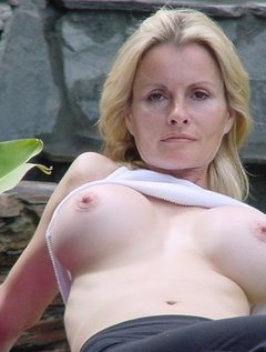 Granny fucks mature mother and young girl / Picture # 1