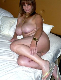 Cute mature washes her hairy pussy,pits & small tits / Picture # 3