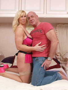 Mature milf milks stud with her mouth / Picture # 4