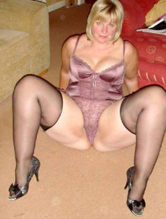 Mature milf milks stud with her mouth / Picture # 1